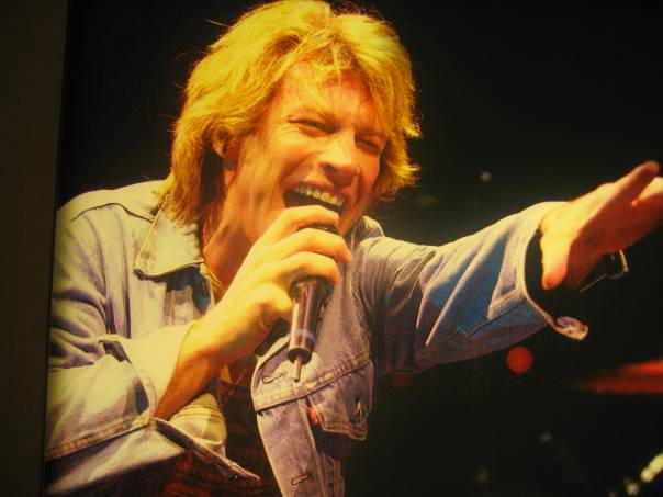 """Jon Bon Jovi"", ""Philips Arena"", singing ""in concert"""